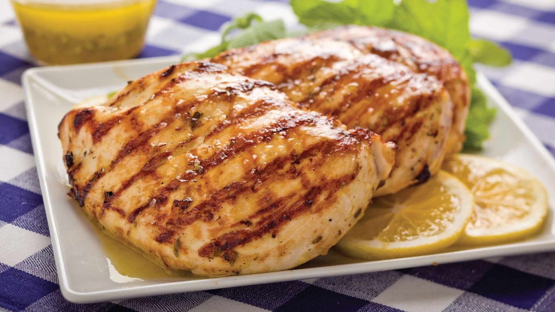 Consejos para cocinar el pollo y hacerlo m s jugoso for Como cocinar alubias de bote