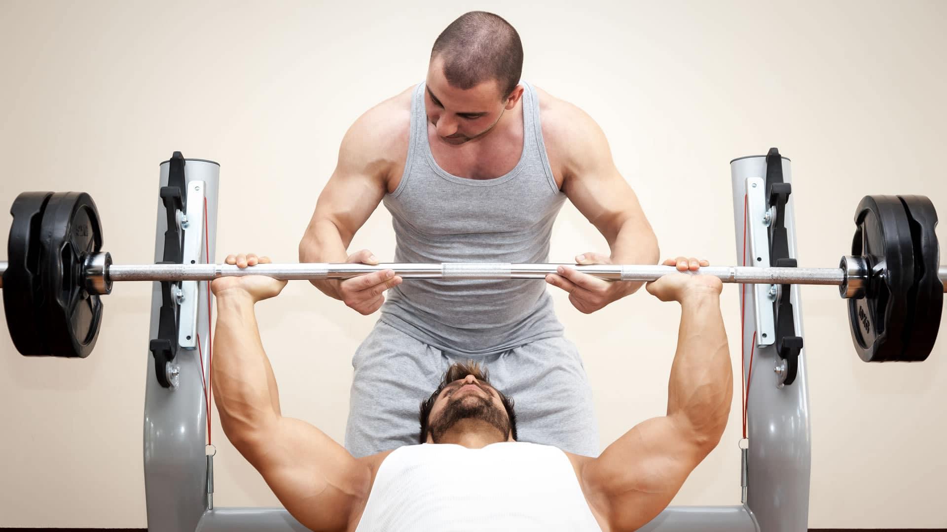 Rutinas y entrenamiento del pecho cambiatufisico for Rutinas gimnasio