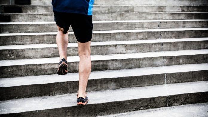 Escaleras ejercicio aeróbico
